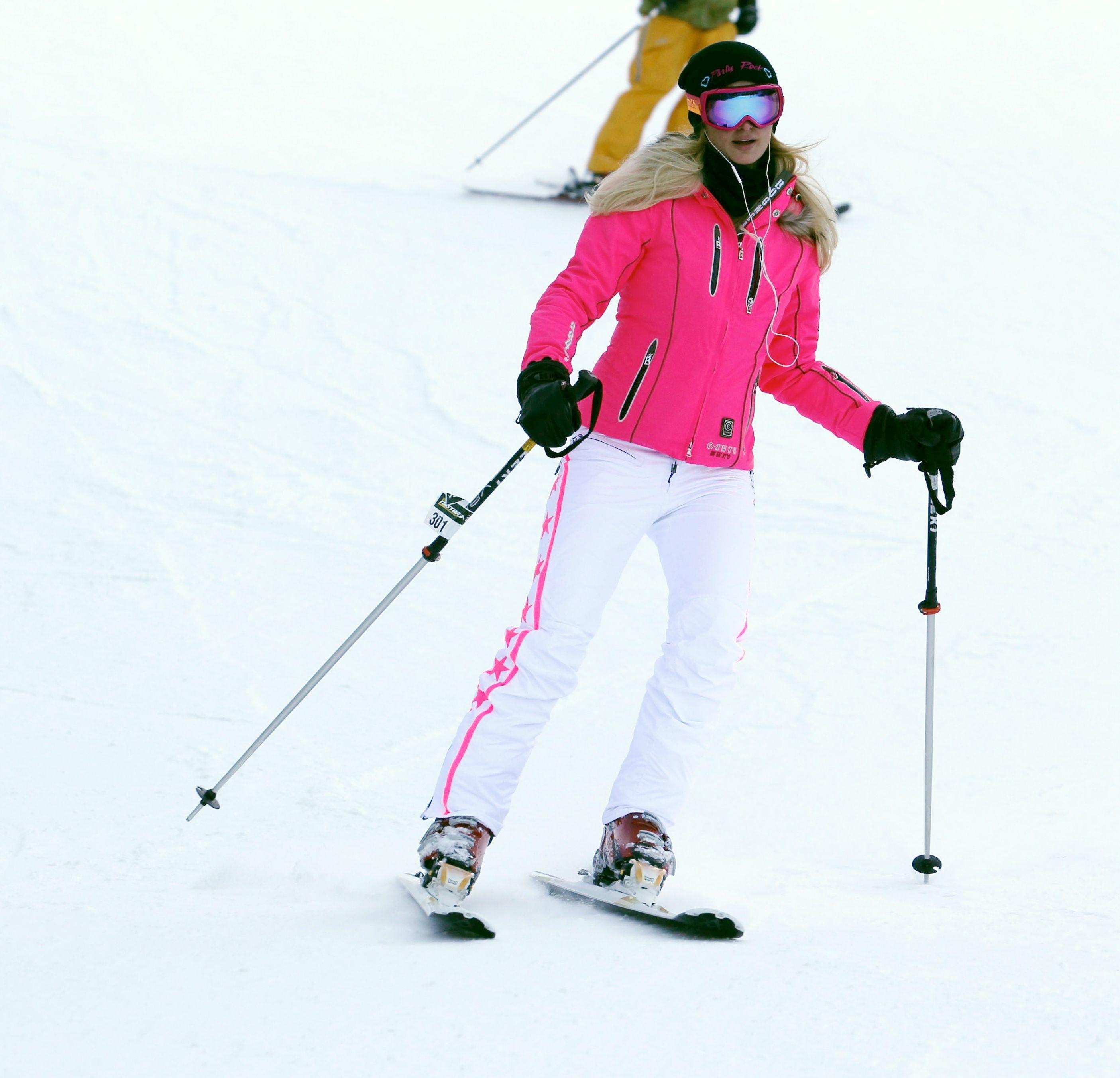 Paris Hilton ski