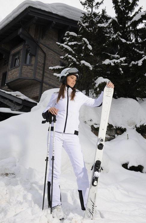 ski de luxe que portent les stars sur les pistes rose a dit. Black Bedroom Furniture Sets. Home Design Ideas
