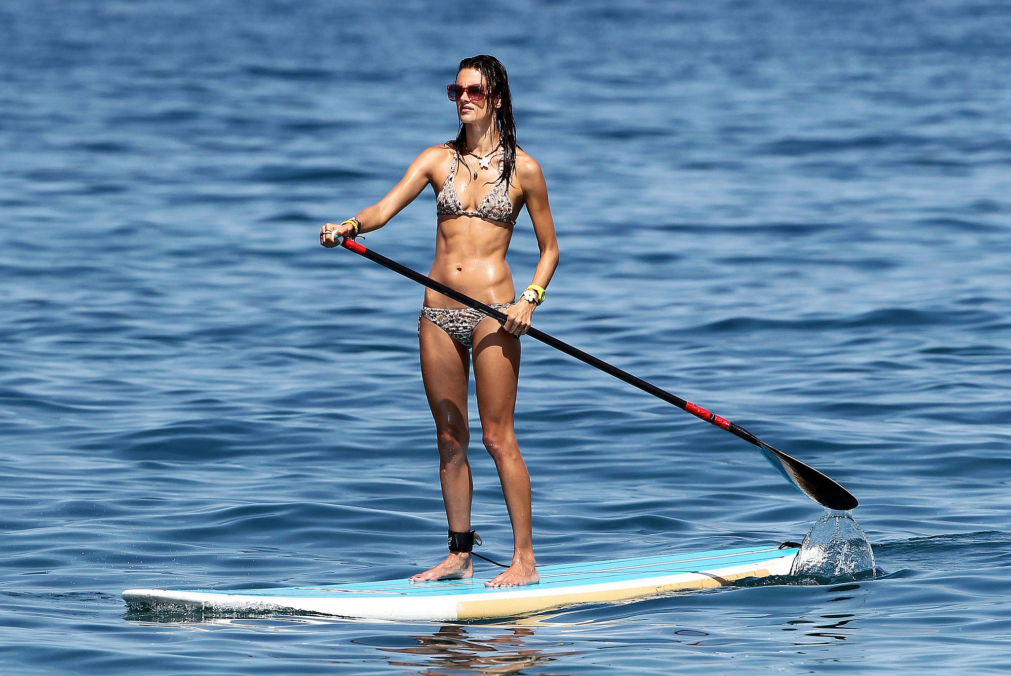 Alessandra-Ambrosio-paddle